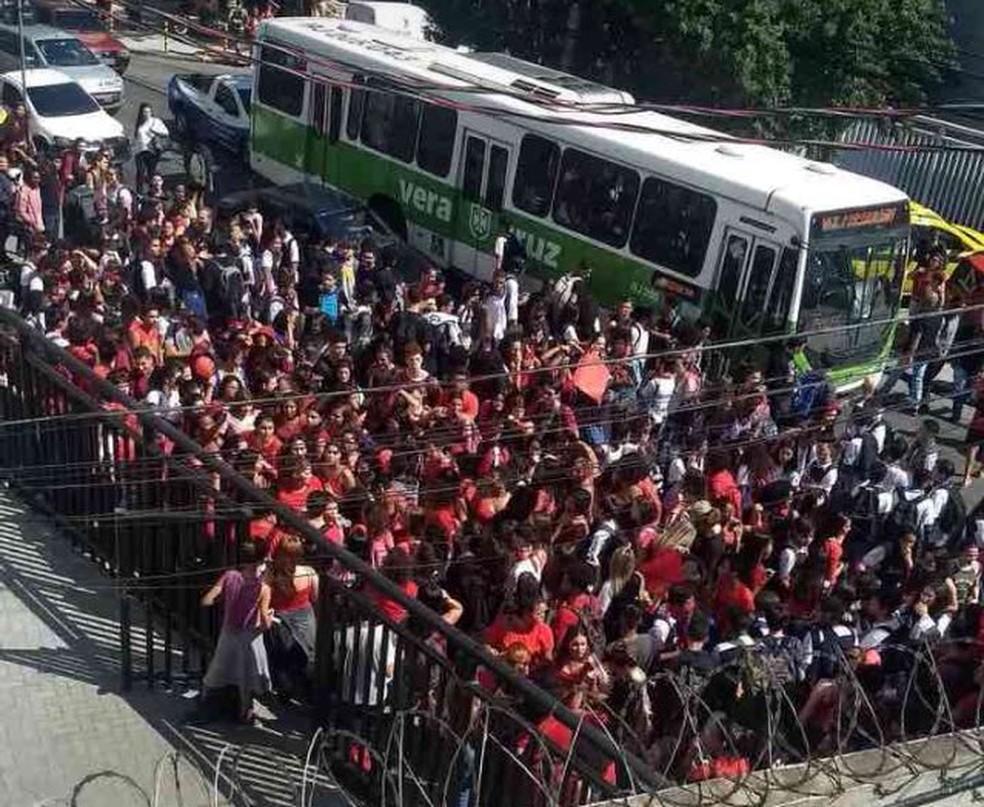Estudantes se reuniram em protesto contra assédio em rede de ensino (Foto: Reprodução/ Redes sociais)