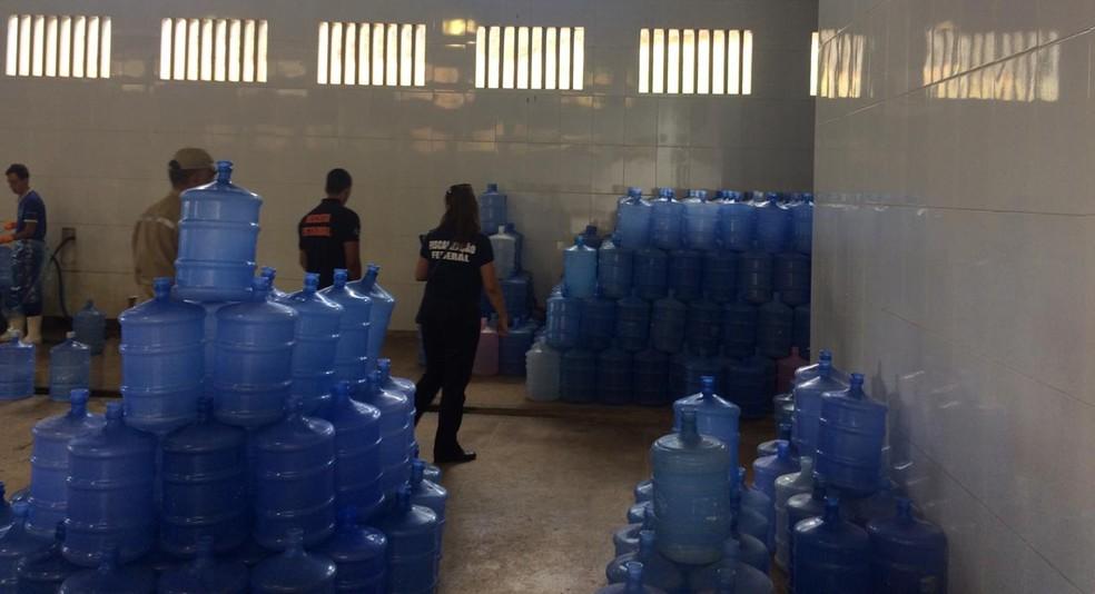 Operação fecha 15 fábricas de água e prende 8 pessoas, na PB — Foto: MPPB/Divulgação