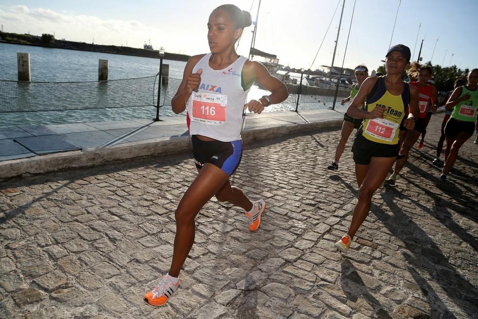 Circuito de Corridas da Caixa Fortaleza feminino (Foto: Luiz Doro/Adorofoto)