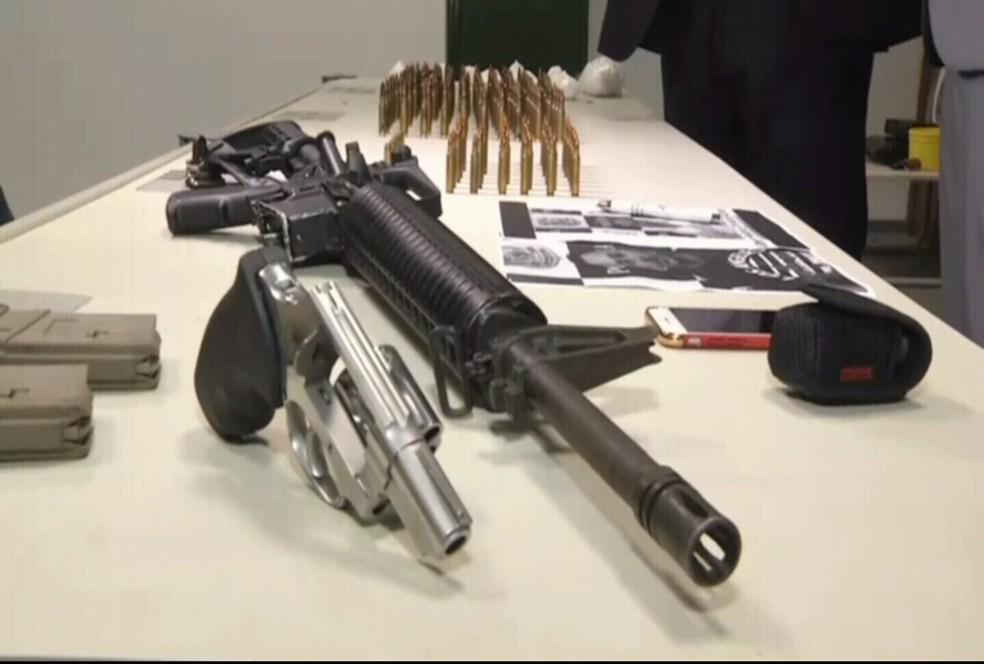 O fuzil estava em uma residência na cidade de Caucaia, na Região Metropolitana.  (Foto: Reprodução/TV Verdes Mares)
