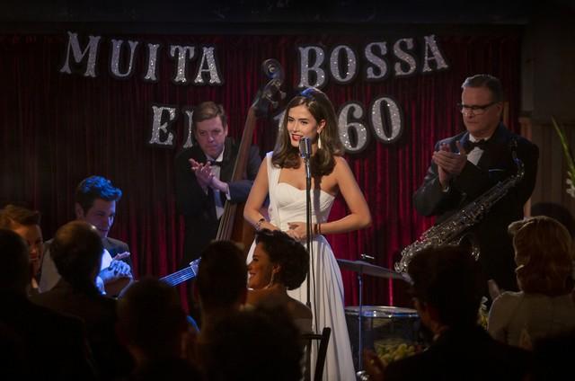 Maria Casadevall em cena de 'Coisa mais linda' (Foto: Aline Arruda / Netflix)