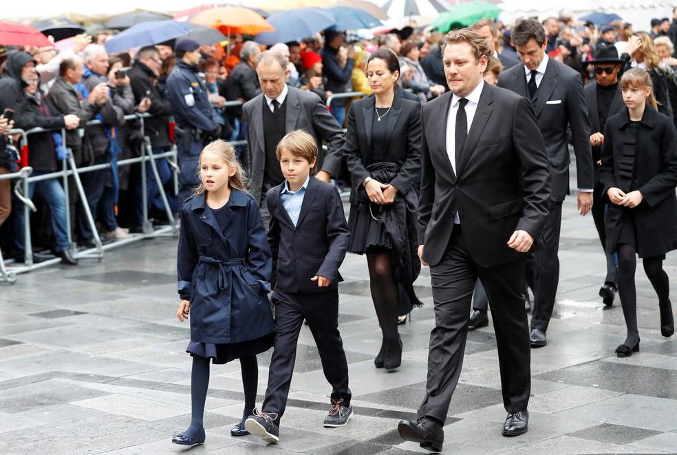 Filhos mais novos de Niki Lauda, Mia e Max, de dez anos, se despediram do pai — Foto: Reuters
