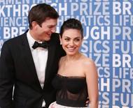 """Mila Kunis diz que foi """"egoísta"""" ao insistir para Ashton Kutcher não fazer viagem espacial: """"Tarde demais"""""""