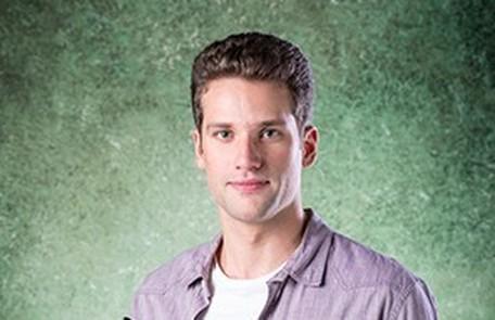 Na sexta-feira (1), os funcionários da editora ficarão em choque ao saber da morte de Felipe (Arthur Sales) TV Globo