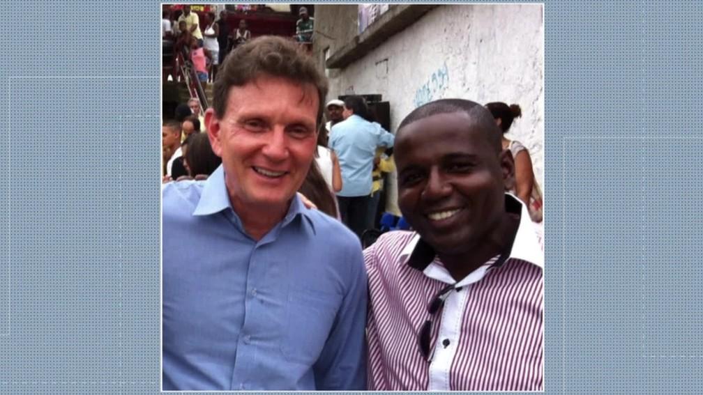 Marcelo Crivella e homem conhecido como ML — Foto: Reprodução/ TV Globo