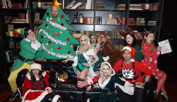 Que tal a festa de final de ano da equipe do Haus of Gaga?  (Foto: Reprodução)