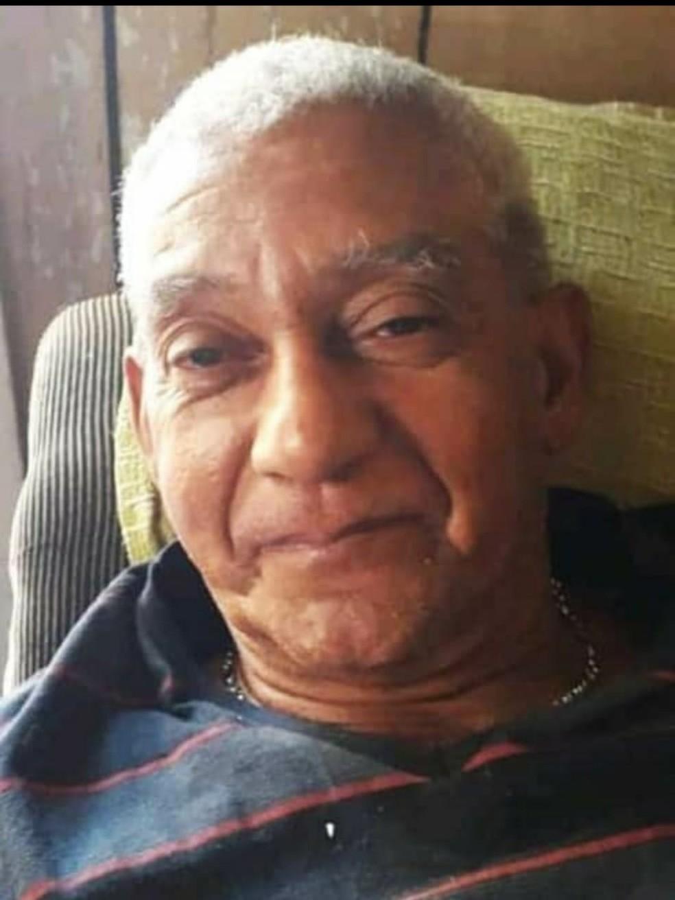Segundo a família, Elias Nogueira, de 70 anos, vestia essa blusa quando foi visto pela última vez — Foto: Arquivo pessoal