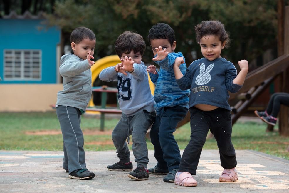 O 'brincar' e a fantasia são essenciais para o desenvolvimento das crianças. — Foto: Marcelo Brandt/G1