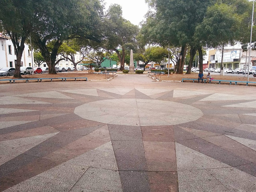 Praça André de Albuquerque seria o ponto final do calçadão — Foto: Igor Jácome/G1