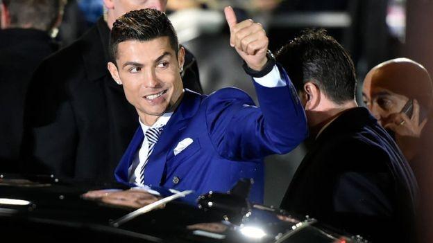 O jogador Cristiano Ronaldo tem 137 milhões de seguidores no Instagram, e cada post patrocionado seu gera cerca de US$ 750 mil (Foto: GETTY IMAGES/BBC)