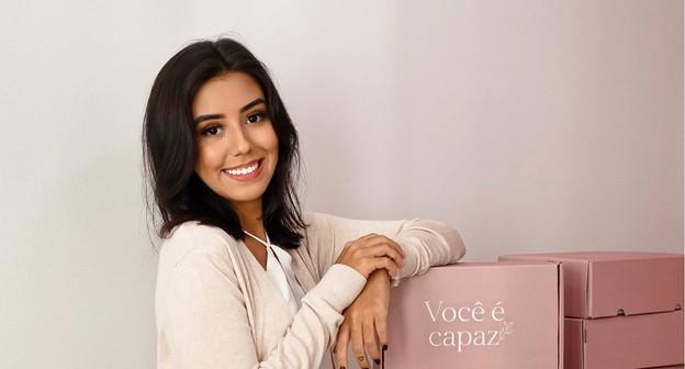 Empreendedora de 19 anos fatura R$ 700 mil criando identidade visual para empresas