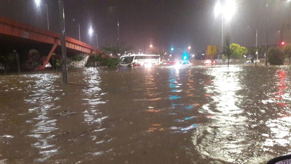 Chuva chegou a Curitiba no sábado (3) (Foto: Arquivo pessoal)