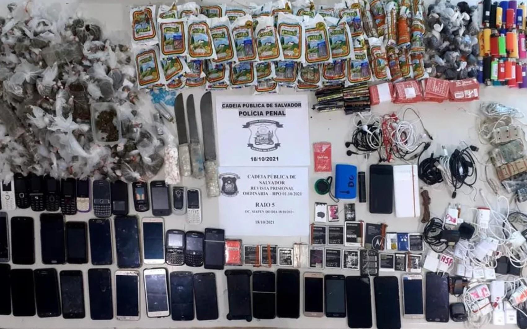 Drogas, armas e telefones celulares são encontrados durante vistoria em celas no conjunto penal de Salvador