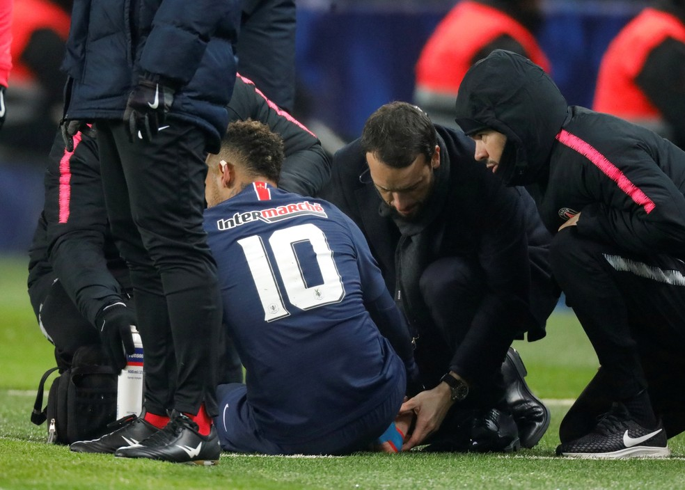 Neymar após sofrer lesão pelo PSG — Foto: Reuters