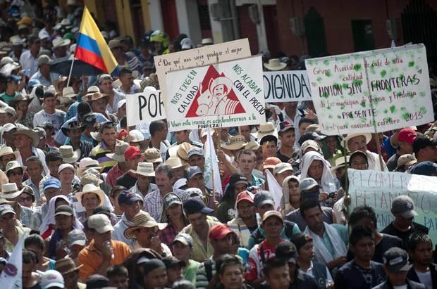 Protesto na cidade produtora de café Bolombolo  (Foto: Raul Arboleda/AFP)