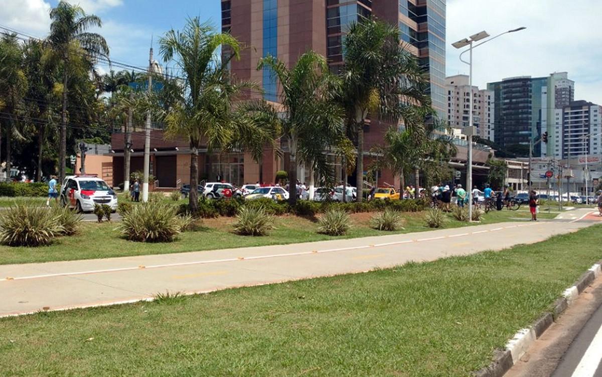 Motorista 'fura' pedágio, foge da polícia e causa acidente em Campinas, diz PM