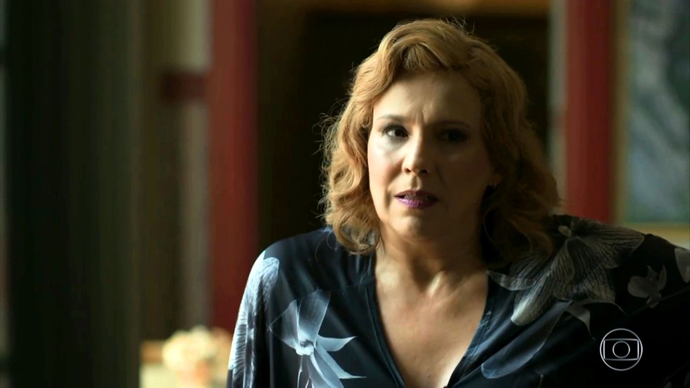 Ondina (Ana Beatriz Nogueira) acoberta Murilo (Eduardo Moscovis) e se dá mal, na novela 'O Sétimo Guardião' — Foto: TV Globo