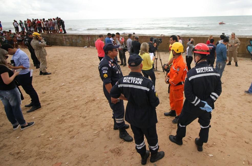 Parte das praias do Pina e de Brasília Teimosa, na Zona Sul do Recife, ficaram interditadas na manhã desta terça-feira (23), após queda do Globocop (Foto: Aldo Carneiro/Pernambuco Press)