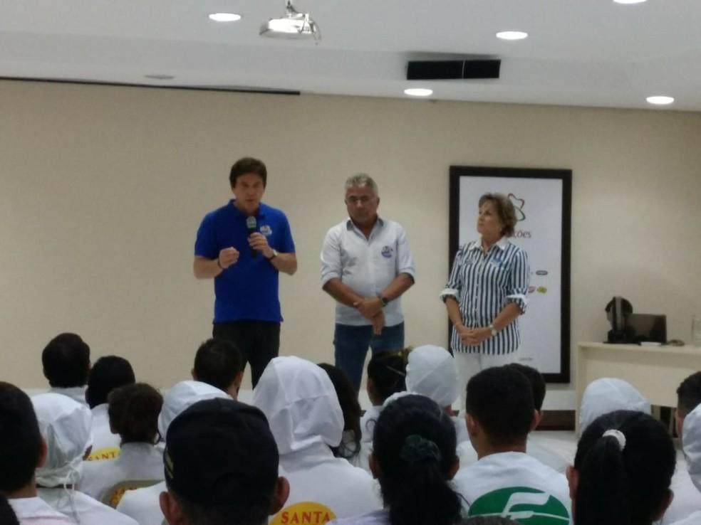 Robinson Faria (PSD) ao lado de candidato a vice-governador, Tião Couto, durante compromisso de campanha  (Foto: Isaiana Santos/Inter TV Costa Branca)