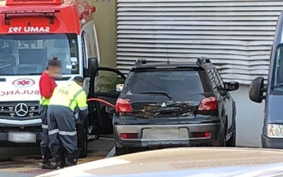 Funcionários usaram carro da prefeitura de São caetano do Sul para transportar gasolina e abastecer carros de colegas (Foto: Reprodução/Redes sociais)