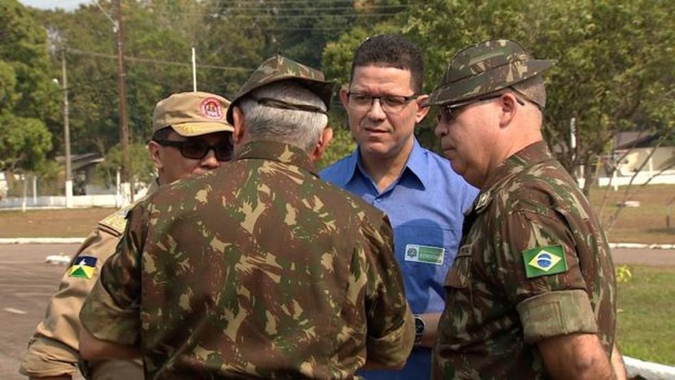 Governador de Rondônia, Marcos Rocha (PSL), em reunião no 5º Batalhão de Engenharia de Construção em Porto Velho — Foto: BBC