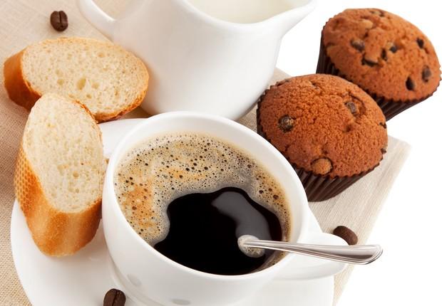 Café com cupcake (Foto: Reprodução/Facebook)