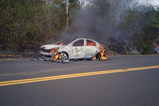 Chevrolet Onix Plus burns in Maranhão (Photo: News with Maritonio Dantas)