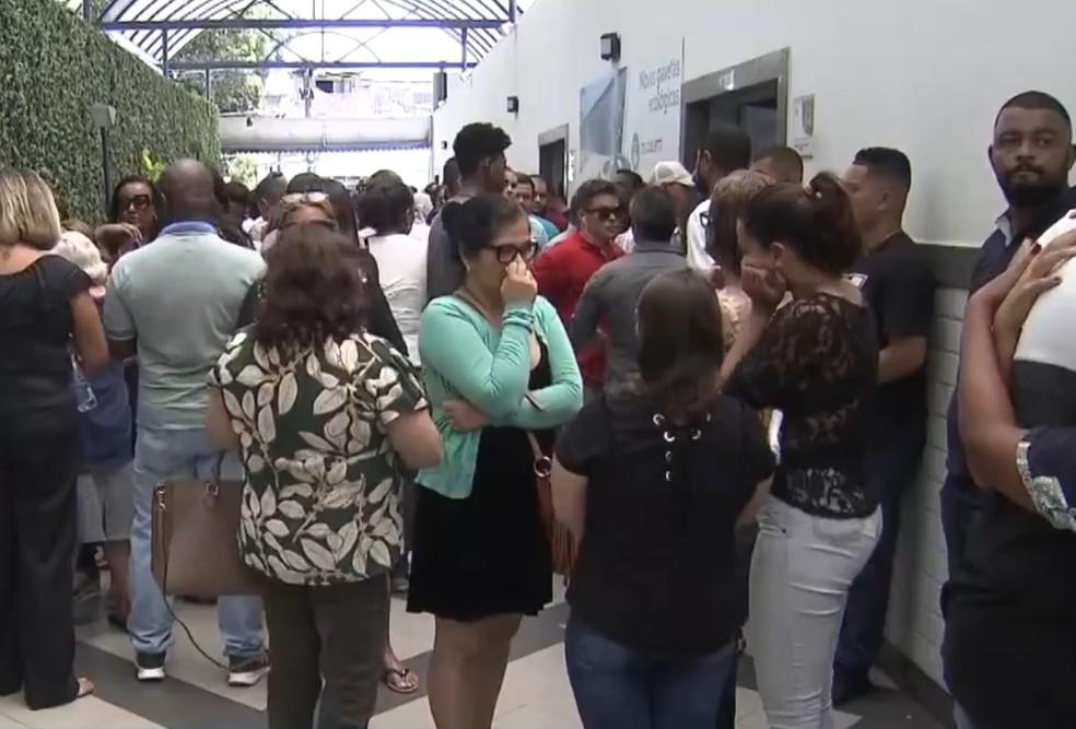 Duas vítimas foram enterradas neste sábado (14), em Salvador — Foto: Reprodução/TV Bahia