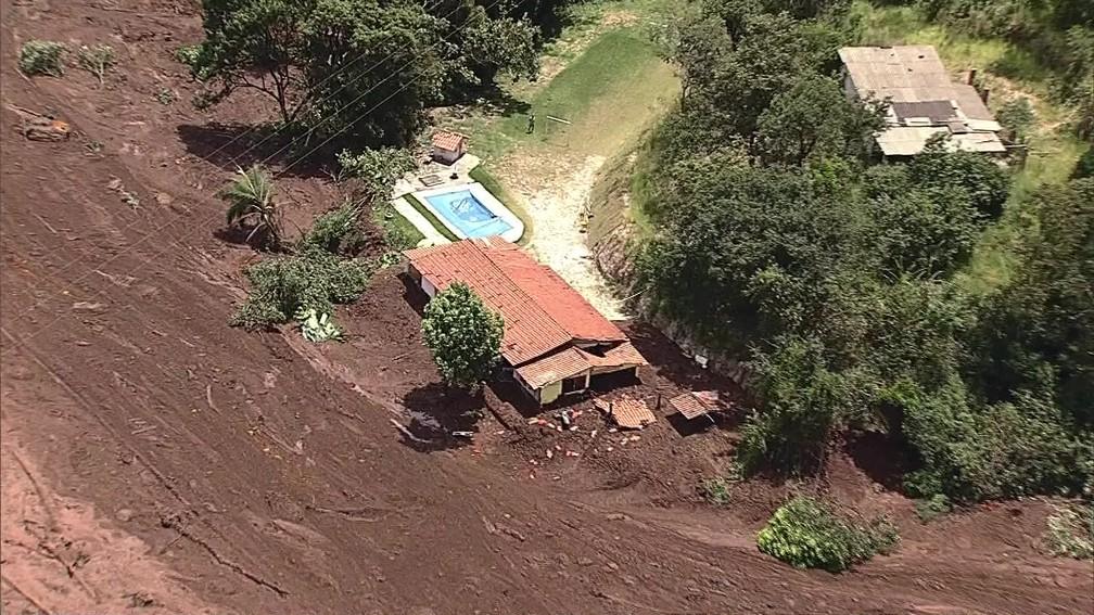 Barragem se rompe em Brumadinhom, na grande Belo Horizonte — Foto: Reprodução/TV Globo