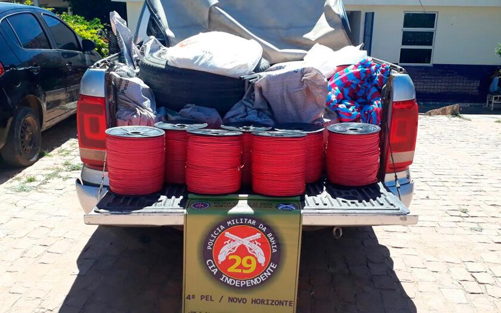 Explosivos estavam sendo transportados na carroceria de carro, na Bahia (Foto: Divulgação/SSP-BA)