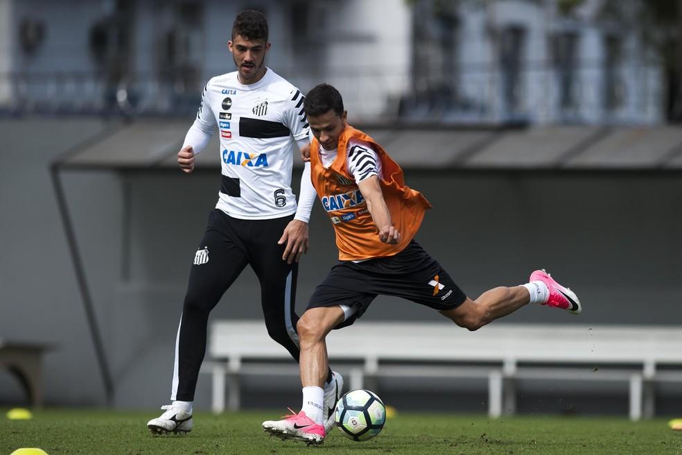 Nilmar vem treinando normalmente e tem agradado a Levir (Foto:  Ivan Storti/Santos FC)
