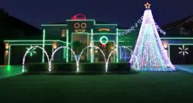 Foram necessárias mais de 41 mil lâmpadas e 200 horas de trabalho para concluir a decoração (Foto: Reprodução)