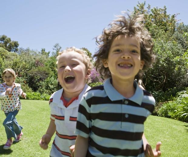 crianças; brincar; ar livre; brincadeira; diversão (Foto: Thinkstock)