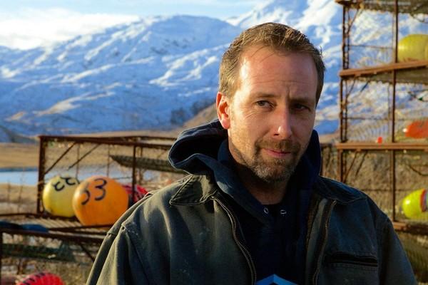 Edgar Hansen em cena do reality show Pesca Mortal (Foto: Reprodução)