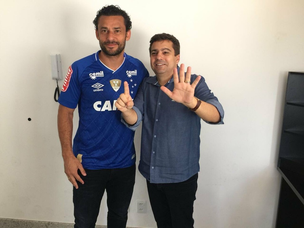 Diretor de futebol, Itair Machado, aproveita para provocar torcida rival (Foto: Divulgação / Cruzeiro)