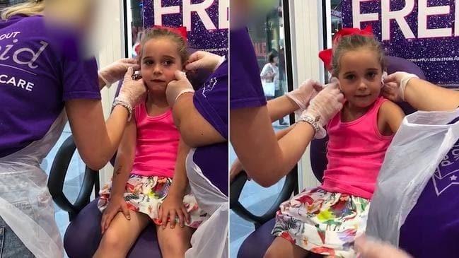 Poppy não chorou no momento em que suas orelhas foram furadas (Foto: Arquivo pessoal)