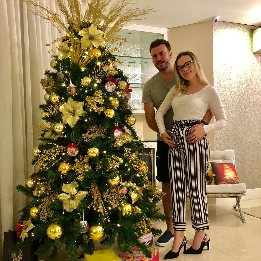 Thaeme e o marido Fábio Elias (Foto: Reprodução / Instagram)