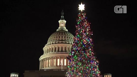 Árvore de Natal é acesa no Capitólio, em Washington; veja vídeo