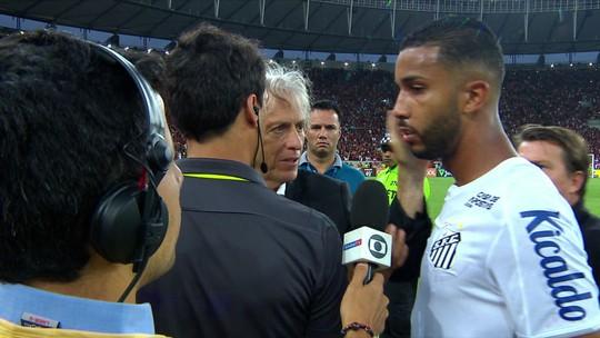 """Técnico do Flamengo e lateral do Santos se desentendem: """"Ele me deu um tapa na cara"""", diz Jorge; depois, eles se abraçaram"""