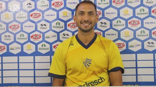 Gol em final de Libertadores e irmão famoso: conheça Julio Santa Cruz, centroavante do Pelotas