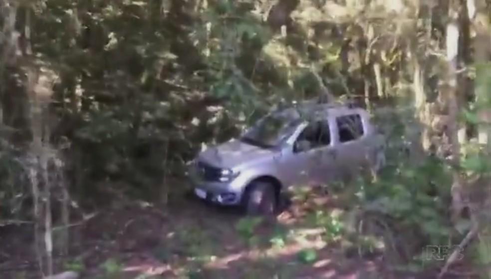 Caminhonete roubada em Carambeí foi encontrada em Ponta Grossa, na tarde desta sexta-feira (20) (Foto: Reprodução/RPC)
