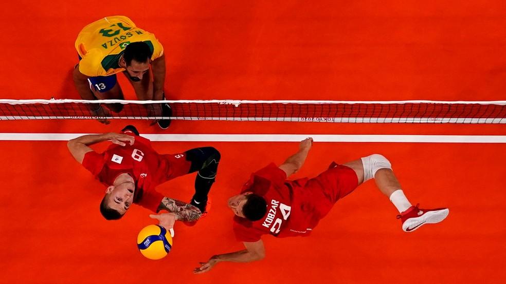 Brasil não conseguiu fazer frente à Rússia — Foto: CARLOS GARCIA RAWLINS / REUTERS