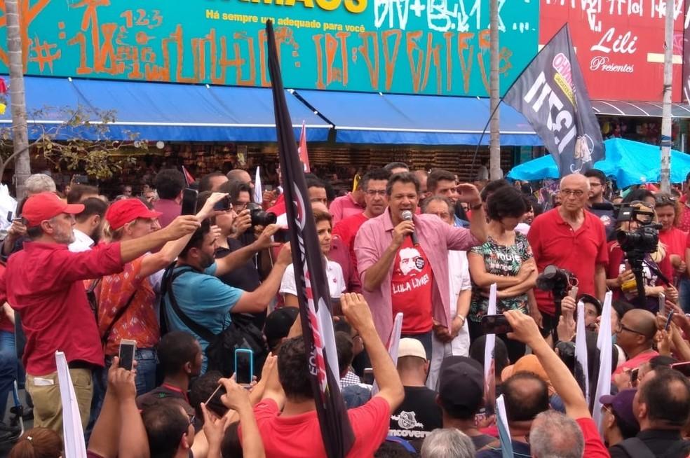 Fernando Haddad discursa para apoiadores em Guarulhos, Região Metropolitana de São Paulo — Foto: Marina Pinhoni/G1