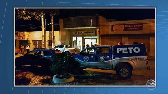 Criminosos se passam por auditores fiscais e roubam agência bancária na Bahia