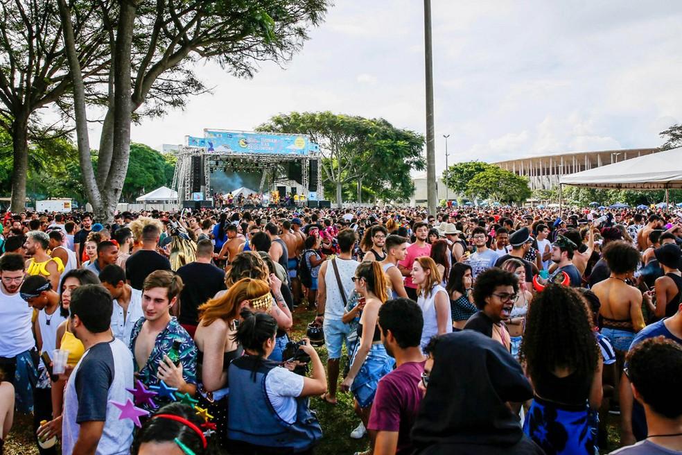 Blocos de pré-carnaval Essa Boquinha Eu Já Beijei e Tutankasmona próximo à Funarte, em Brasília — Foto: Secretaria de Cultura do DF/Divulgação