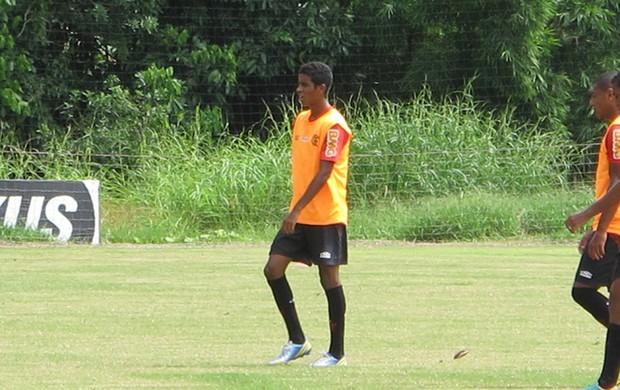 Curtinha: Gabriel participa de treino técnico com o grupo após academia