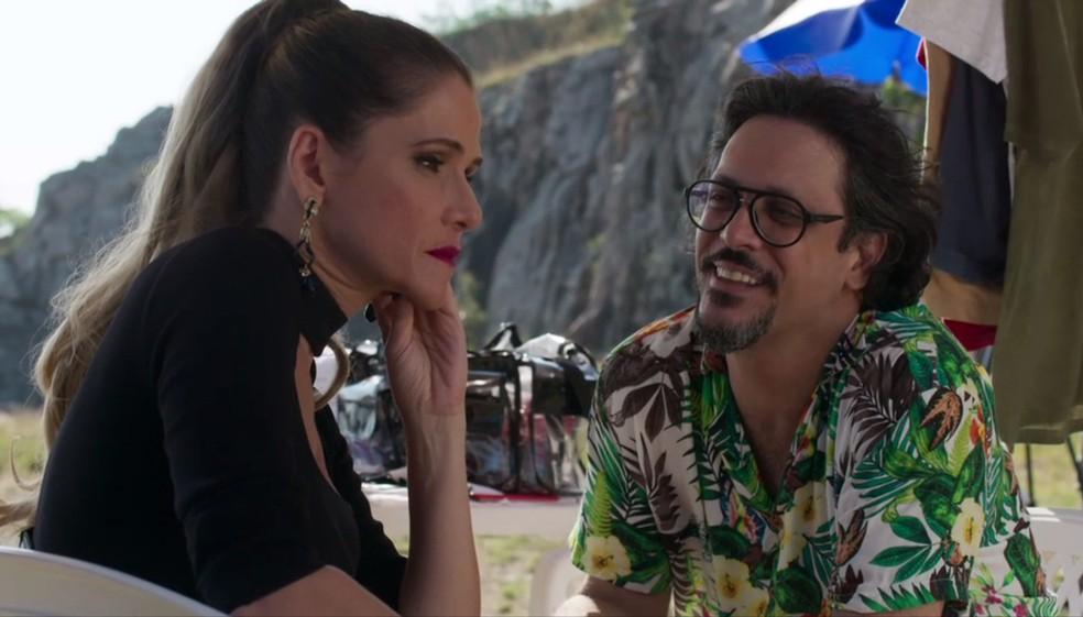 Antes da gravação, Silvana (Ingrid Guimarães) estava tensa, mas Mario (Lucio Mauro Filho) tenta acalmar a amiga — Foto: Globo