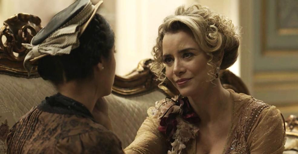 Josephine ganha uma aliada no seu plano contra o ex (Foto: TV Globo)