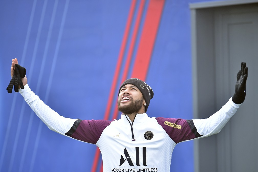 Neymar em treino do PSG antes de jogo contra o Manchester United — Foto: Getty Images