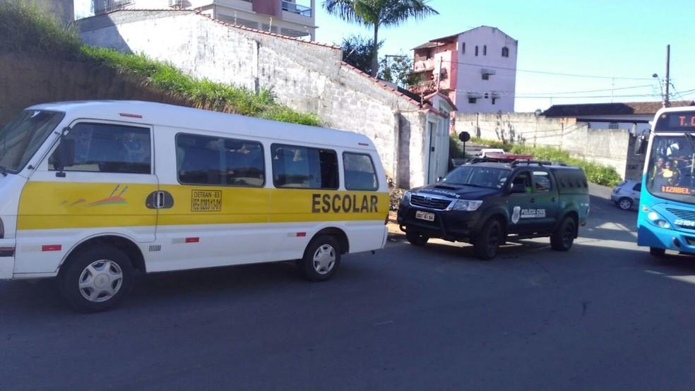 Criminosos e agente trocam tiros e crianças ficam feridas (Foto: Ruhani Maia/ A Gazeta)